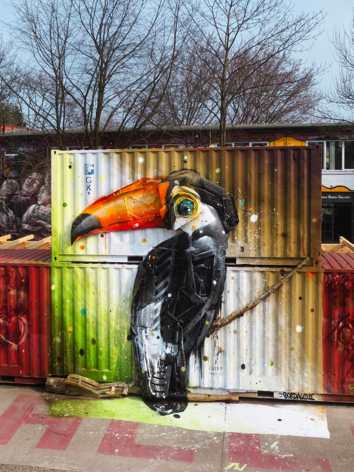 """Bordalo II reveals """"Froehlicher Tucan"""", his new street installation in Berlin, Germany"""