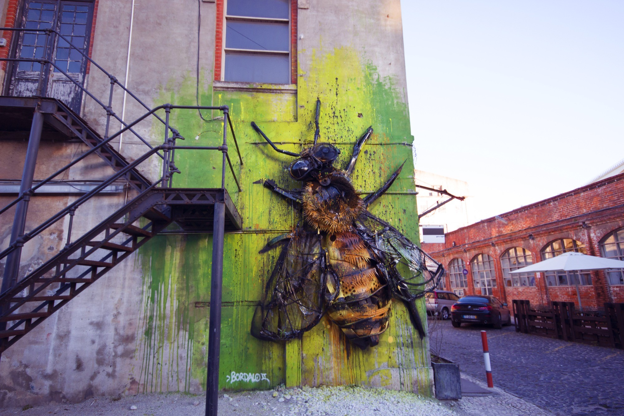 bee installation by bordalo ii in lisbon portugal streetartnews streetartnews. Black Bedroom Furniture Sets. Home Design Ideas
