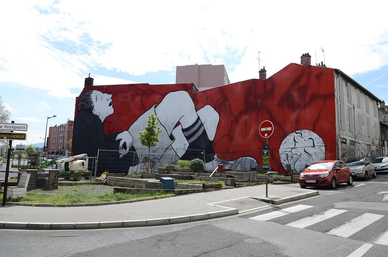 Ella-Pitr-Papiers-Peintres-Saint-Etienne-Chateaucreux-Le-coup-de-pied-à-la-lune-Mur-Graffiti-Football-6